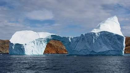 Від Гренландії відколовся гігантський айсберг, який може спровокувати цунамі