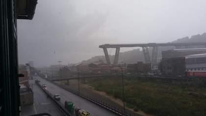 На севере Италии в Генуе обвалился автомобильный мост: фото и видео
