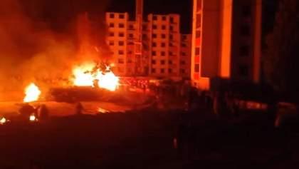 На Київщині сутичка забудовників та активістів завершилась пожежею: відео