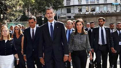 В каком наряде королева Испании посетила скорбное мероприятие: фото
