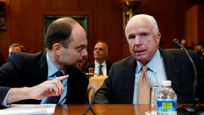 Маккейн заповів, щоб труну з його тілом ніс російський опозиціонер