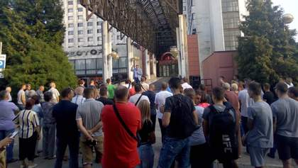 В Черновцах попытались сорвать встречу нардепа Добродомова с жителями города