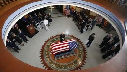 Помер Джон Маккейн: у США розпочалася перша церемонія пам'яті сенатора