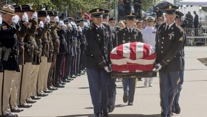 """""""Він був гострим оком нашої країни"""": у Аризоні відбулася церемонія прощання з Джоном Маккейном"""