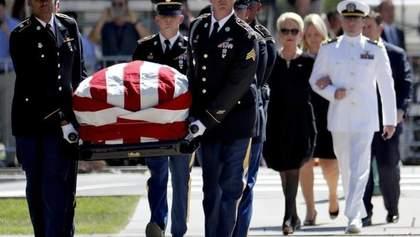 Похорон Маккейна: своє останнє слово сказали політичні суперники