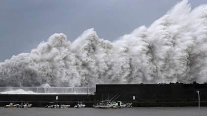 """Тайфун """"Джеби"""" в Японии унес жизни 10 человек: жуткие кадры руин"""