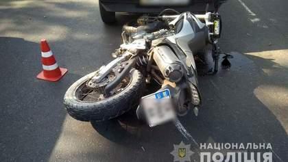 В Краматорске мотоциклист сбил ребенка и врезался в авто: фото