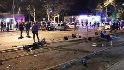 Жахлива аварія в Одесі: авто влетіло в зупинку з людьми, є жертви
