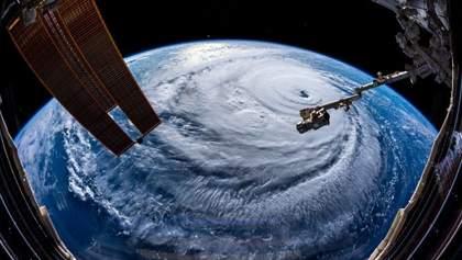 """В NASA показали масштабный ураган """"Флоренс"""" из космоса: впечатляющие фото"""