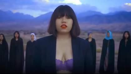 У Киргизстані погрожують розправою 19-річній співачці за кліп у спідній білизні: відео