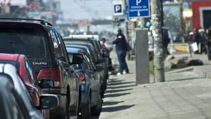 """Новые правила парковки: почему владельцы """"евроблях"""" смогут обходить наказание"""