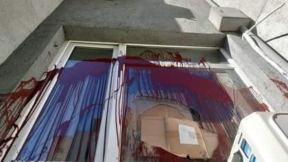 Неизвестные напали на приемную нардепа Билецкого: появились фото