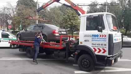 За 1-й день действия закона о парковке в Киеве эвакуировали 23 авто, которые мешают движению