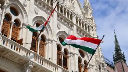 Скандал с венгерскими паспортами: высланный Будапештом дипломат вернулся в Украину
