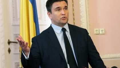 """Скандал із угорськими паспортами: Клімкін зробив категоричну заяву щодо списку """"Миротворця"""""""