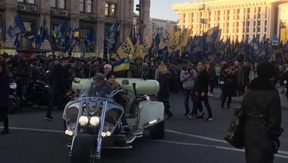 На молебен в Киеве людей привозили автобусами: фотодоказательство