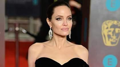 Анджеліна Джолі вбрала елегантну сукню на офіційний захід в Перу: фото та відео