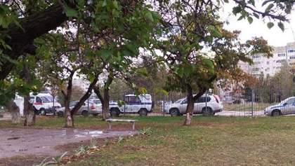Зі школи Севастополя екстрено евакуювали всіх дітей через підозрілу знахідку