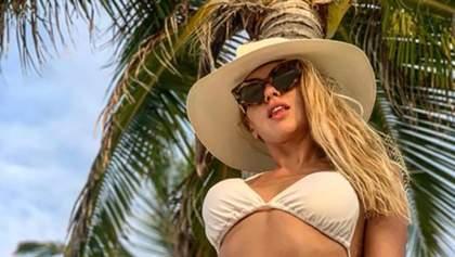 Певица Оля Полякова опубликовала горячие фото в купальниках