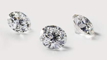 Первое и единственное: дизайнер Apple создал кольцо, которое полностью состоит из бриллианта