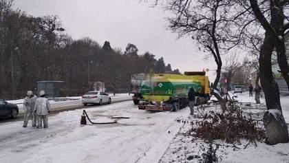 Взрывоопасное ДТП в Киевской области: грузовик влетел в заполненный бензовоз