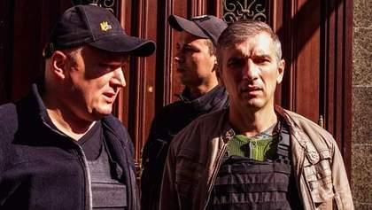 Нападение на Михайлика: один из подозреваемых покинул СИЗО