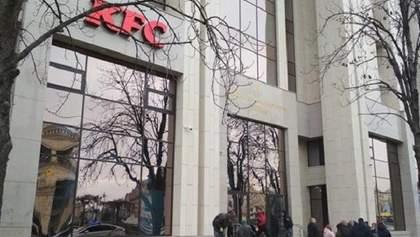 Скандал з KFC у Будинку профспілок у Києві: праворадикали оголосили про закриття фастфуду