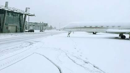 Киев замело снегом: как работают столичные аэропорты