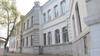 В школе оккупированного Севастополя на школьников обвалился потолок: появилось видео