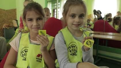 Українські  школярі отримають  світловідбивні елементи на одяг