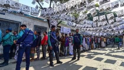 На выборах в Бангладеше погибли по меньшей мере 12 человек