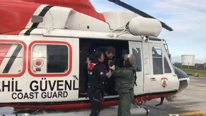 Неподалік Туреччини затонуло судно з українцями на борту: фото та відео рятувальної операції