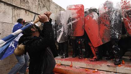 """""""Демонстрація демократії"""": у Греції під час протестів постраждали багато людей – фото і відео"""