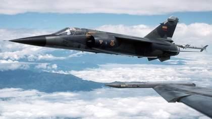 У Марокко розбився військовий винищувач: пілот дивом врятувався