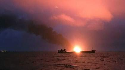 К поиску моряков, пропавших в результате аварии в Черном море, привлекут вертолет