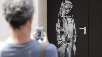 Знамениту картину Бенксі вирізали і викрали з концертного залу в Парижі: несподівані деталі