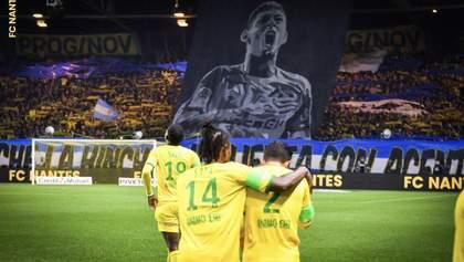"""Оплесками зі сльозами на очах: як """"Нант"""" під час матчу вшанував пам'ять зниклого Еміліано Сала"""