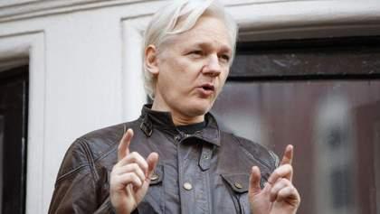 Джулиан Ассанж попросил о дополнительных мерах безопасности в посольстве Эквадора в Лондоне