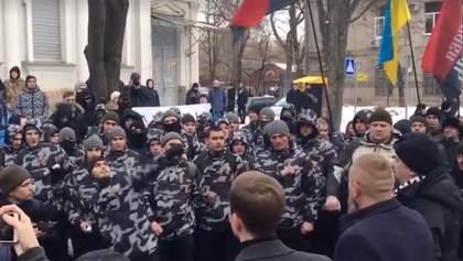 Консульство России забросали зеленкой и яйцами в Харькове: видео