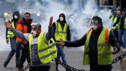 """Протести """"жовтих жилетів"""": одному з мітингувальників відірвало руку – відео 18+"""