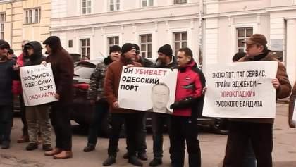 Активисты вышли на митинг против махинаций россиянина, который ведет бизнес в Одессе