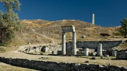 В оккупированном Крыму упали колонны античного Пантикапея: фото, видео