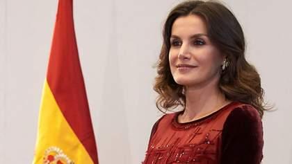 Королева Іспанії підкреслила фігуру елегантною сукнею: чарівні фото