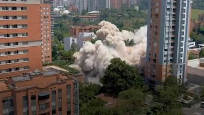 """У Колумбії знесли будинок """"кокаїнового короля"""" Ескобара: фото і відео видовища"""