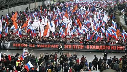 """У Росії влаштували масові марші пам'яті Нємцова: учасники скандують """"Україно, ми з тобою"""""""