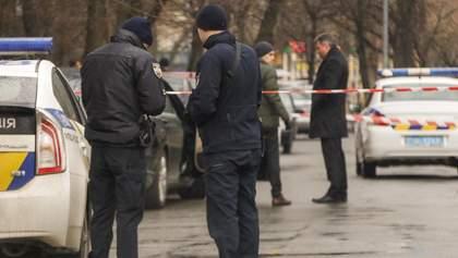 Человек в полицейской форме застрелил водителя Mercedes в Киеве: фото и видео