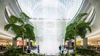 Самый высокий искусственный водопад в мире открыли в аэропорту Сингапура: захватывающие фото