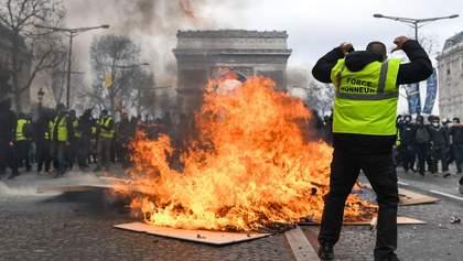"""Протести у Франції: влада вивела проти """"жовтих жилетів"""" армію"""