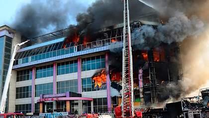В Баку горел крупный торговый центр, небо затянуло черным дымом: фото, видео