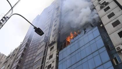 Масштабна пожежа у столичній висотці в Бангладеш: люди вистрибували із вікон, багато загиблих